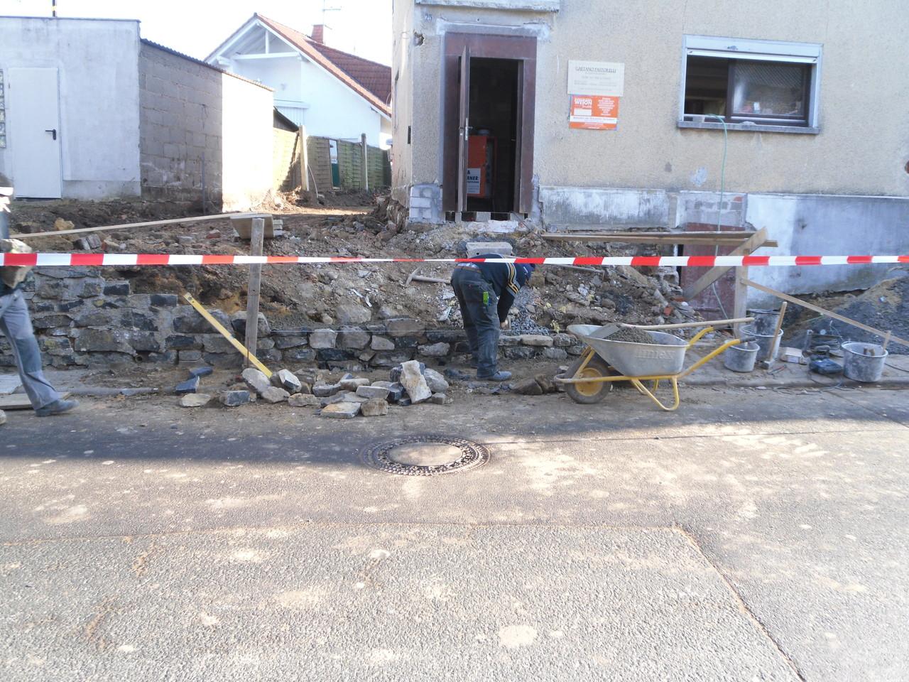 Einfamilienhaus - Erneuerung Bruchsteinmauer
