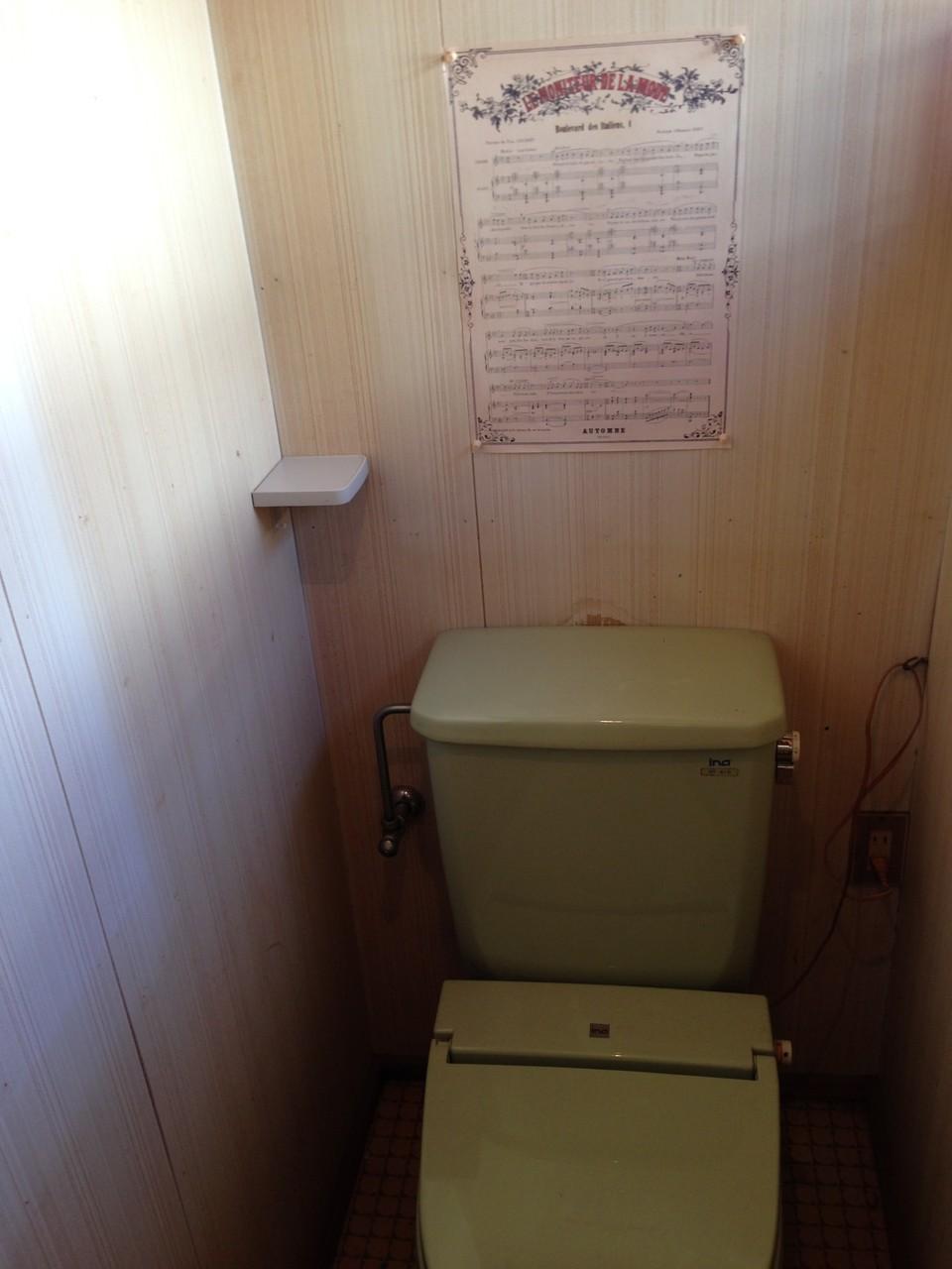 クラシックなインテリアのトイレ