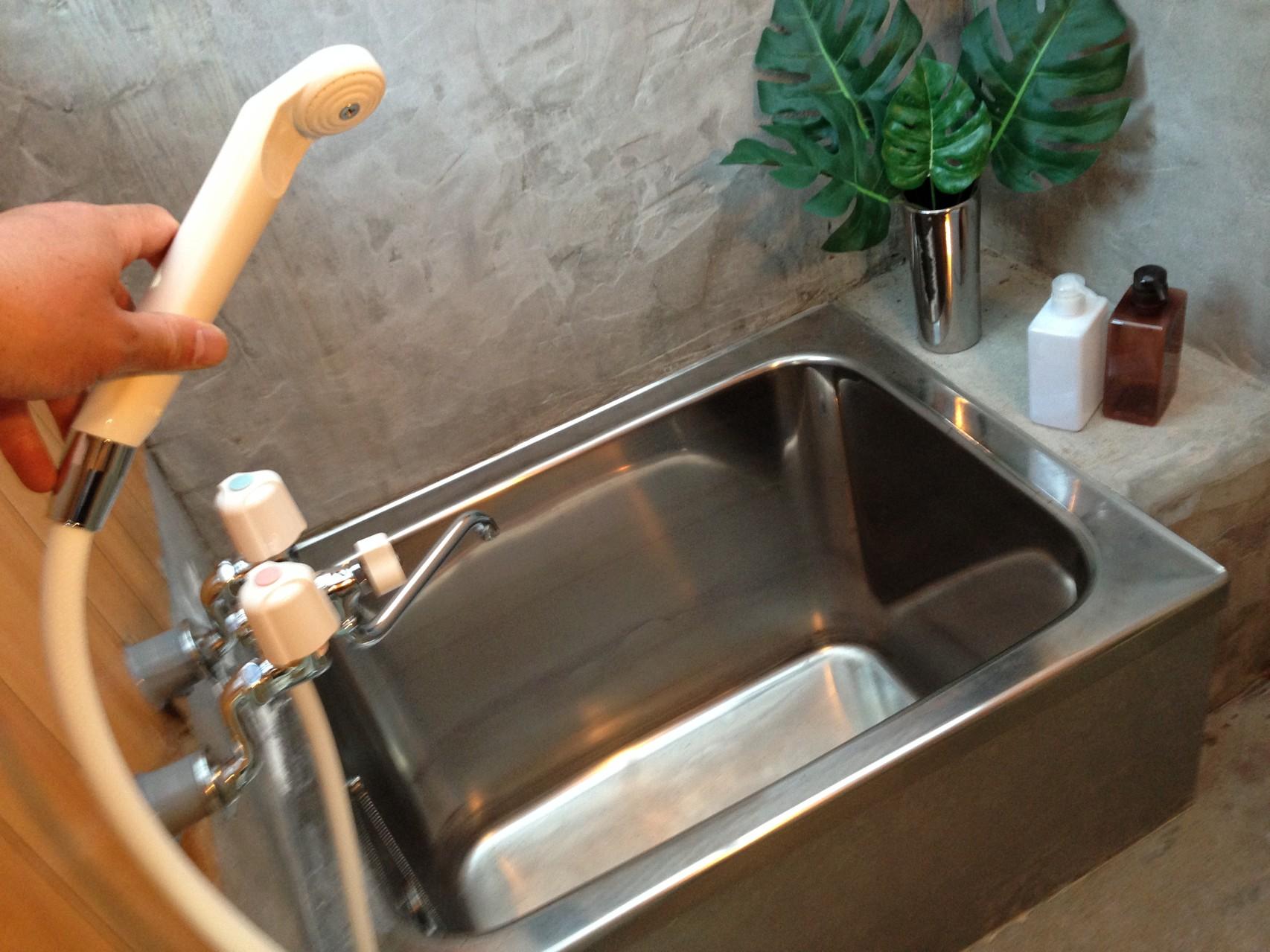 天然の軟水風呂でリラックス(何時でもお湯が楽しめるシャワー水栓付き)