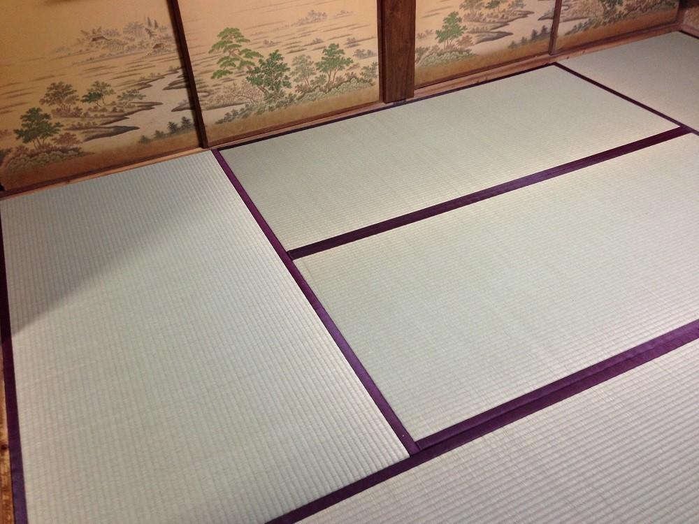新品の畳は、いぐさの香りがとても心地よいです。日本人に生まれて良かったと思える瞬間ですネ。