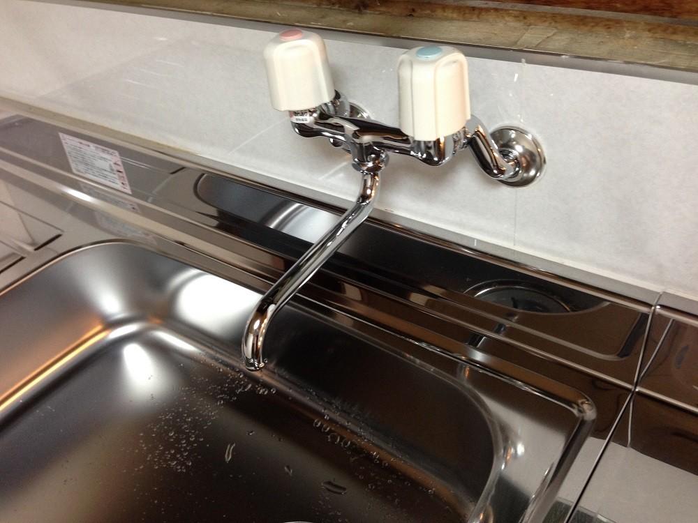 台所に新設された、湯水混合水栓です。