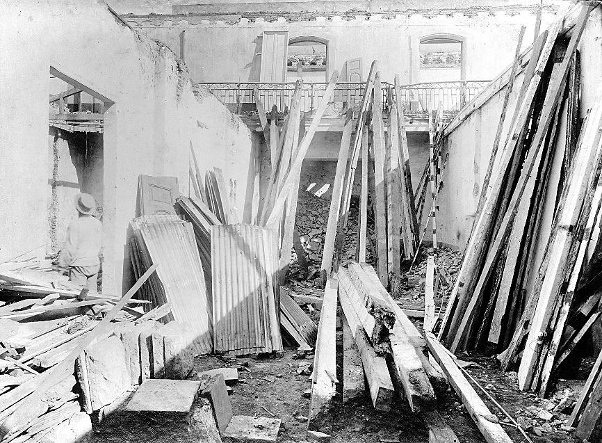 Demolición de la Casa de la Flia belgrasno en 1909