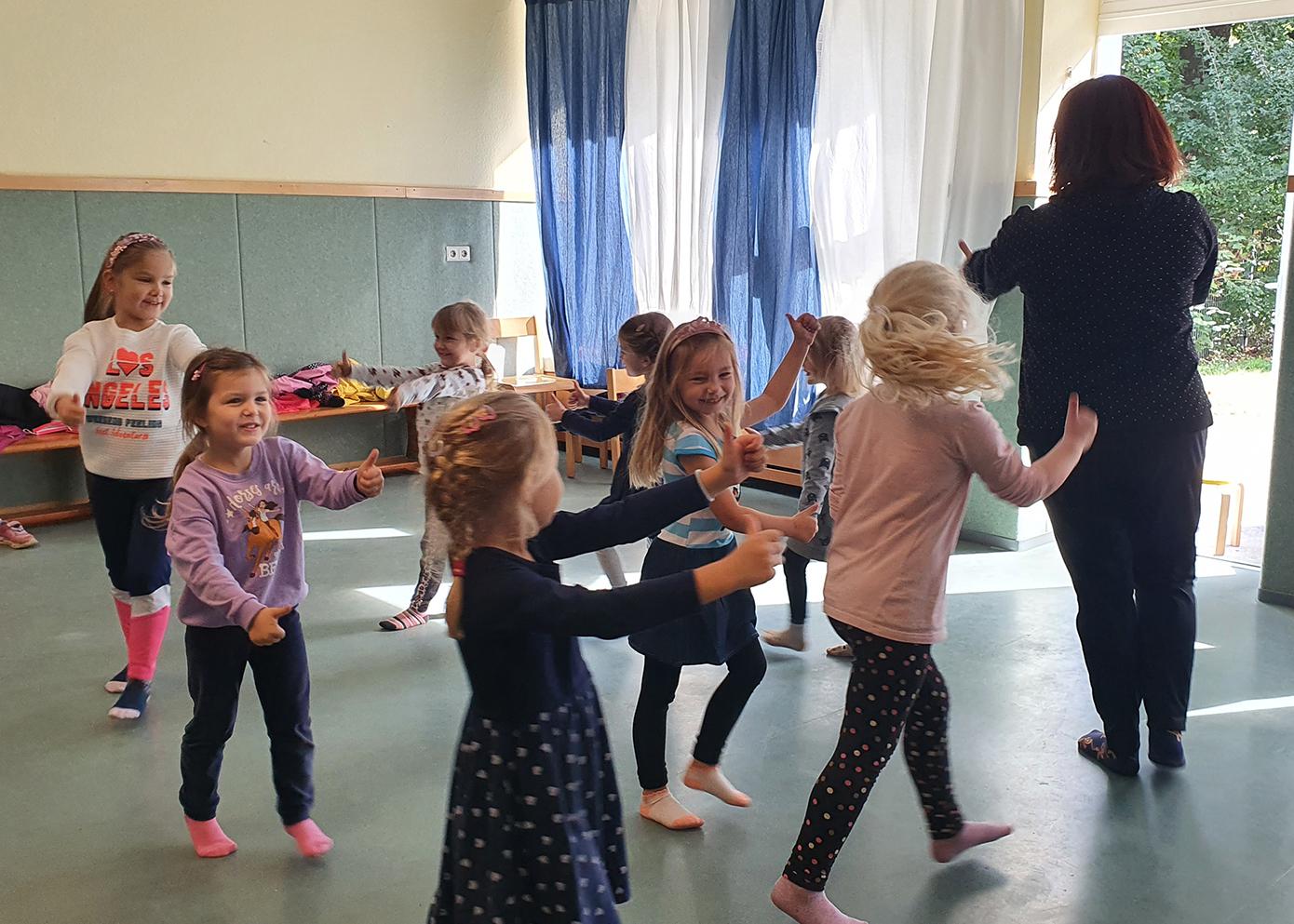 """Kita St. Hildegard lässt """"die Kinder tanzen"""""""