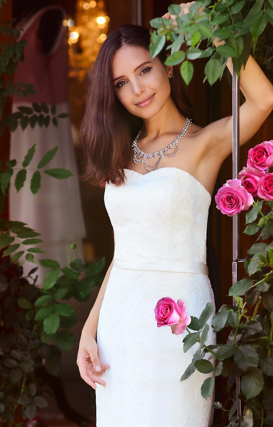Model mit Brautkleid fotografiert von Martin Boelt.
