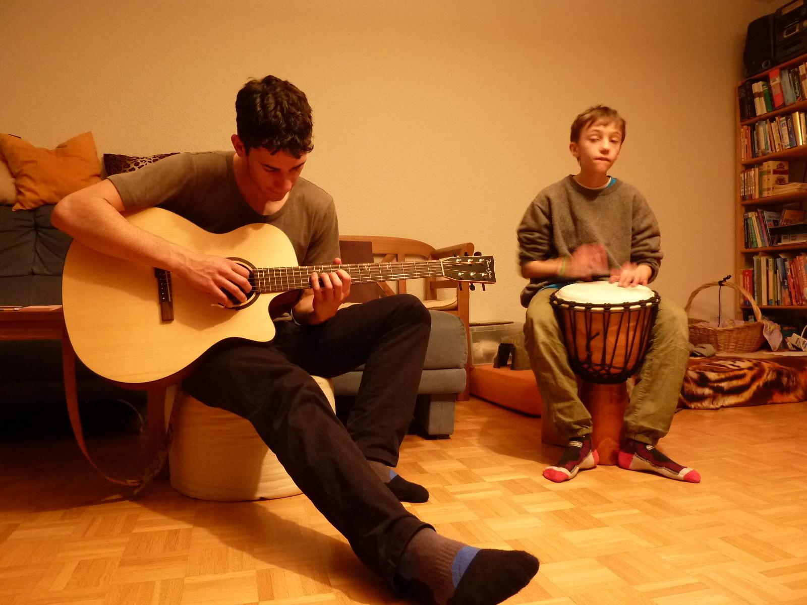 Gitarre und Djembe