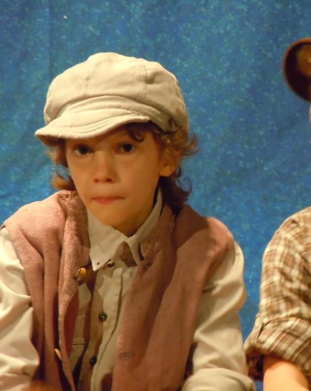 Im Kinderchor spielt Jo in einem Musical mit