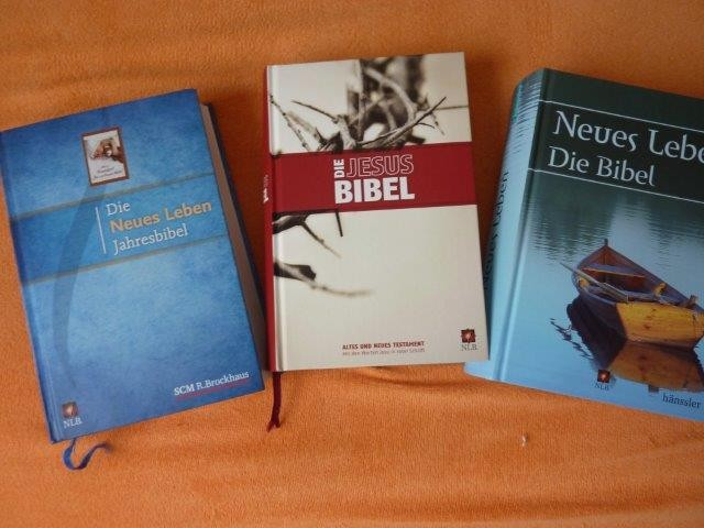 In verschied. Versionen: Jahresbibel, Red-Letter-Edition