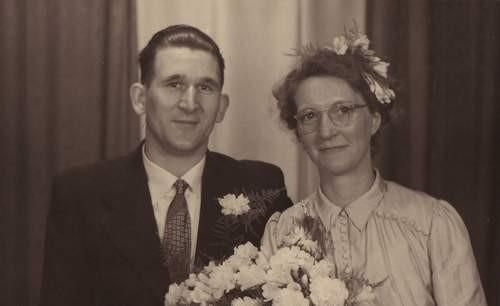Gerrit Johannes van der Vlies  en Teuntje van Merkerk (1921-1967), foto met dank aan Bert de Lange.