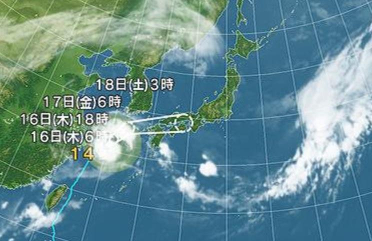 停滞中の台風14号
