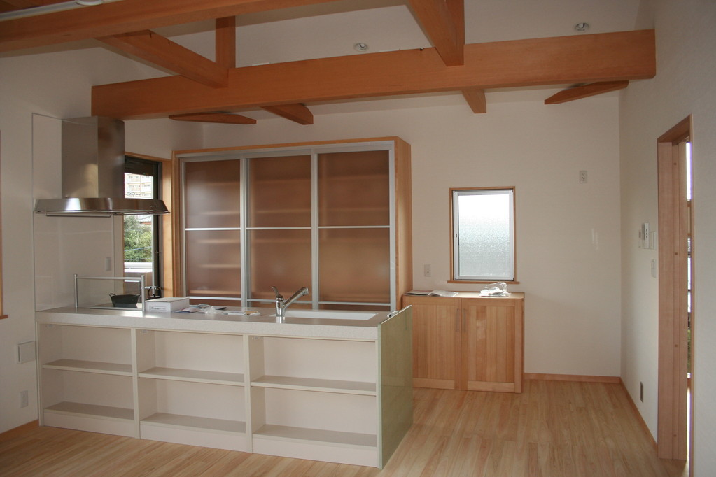 台所・・アイランドキッチン・造り付け造作家具食器棚