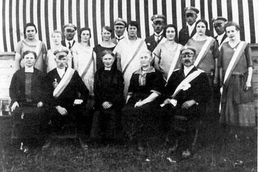 Das Königspaar Hugo und Mathilde Stamm (unten rechts).