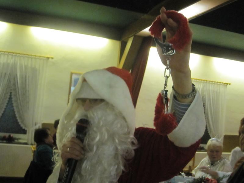 Sogar Plüschhandschellen hatte der Weihnachtsmann dabei