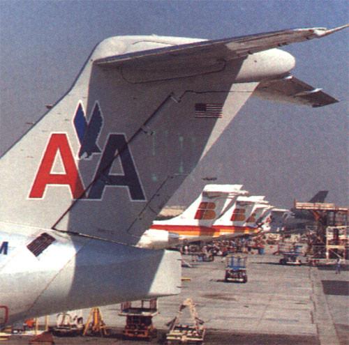 Leitwerke von MD-80 der American Airlines und MD-87 der Iberia/Courtesy: McDonnell Douglas