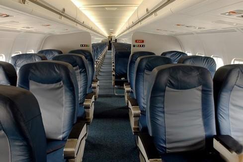 Kabine einer MD-88 mit nachträglich modifizierten Gepäckfachklappen/Courtesy: Delta Air Lines