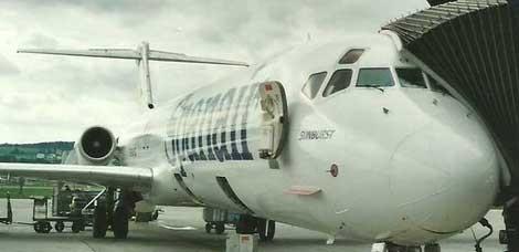 Geöffnete Servicetür am Beispiel einer MD-80 der Spanair/Courtesy: Lukas Vetter