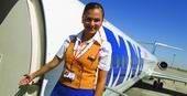 Flugbegleiterin mit ihrer MD-80!