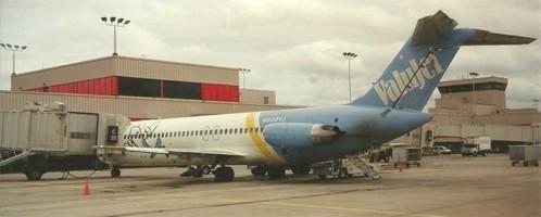 Eine DC-9-32 am Gate/Privatsammlung