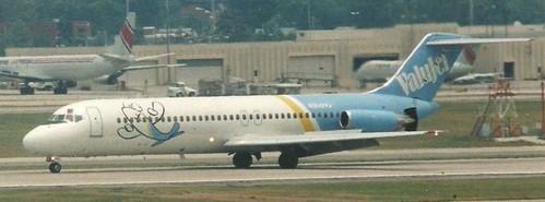 Eine DC-9-32 bremst mit Schubumkehr und Spoilern ab/Privatsammlung