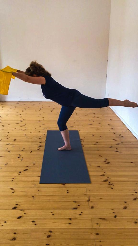 Balance mit dem Pilatesband