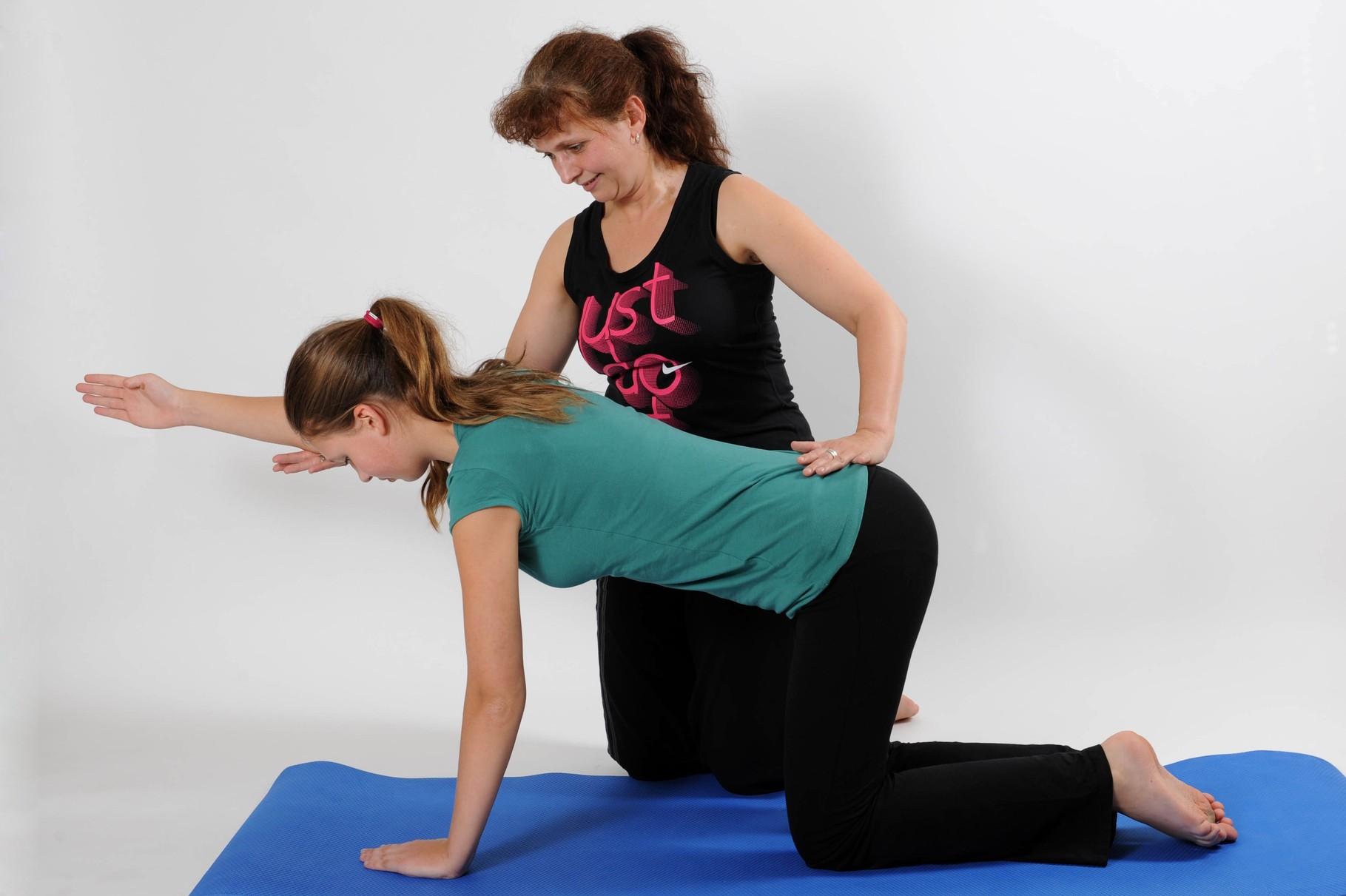Die persönliche Korrektur ist typisch für das Pilates Training