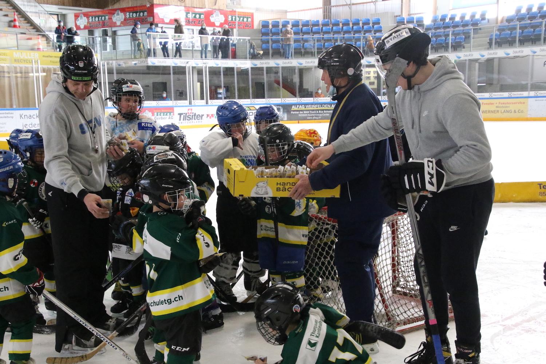 Hockeyschule beendet Saison mit Osterhasen