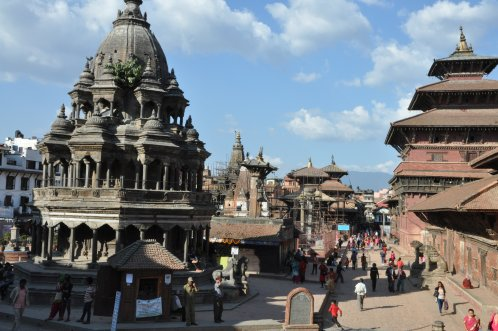 Patan Durbar Square, many monuments are damaged or destroyed