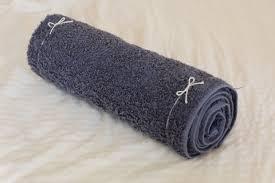 タオルを丸めた枕
