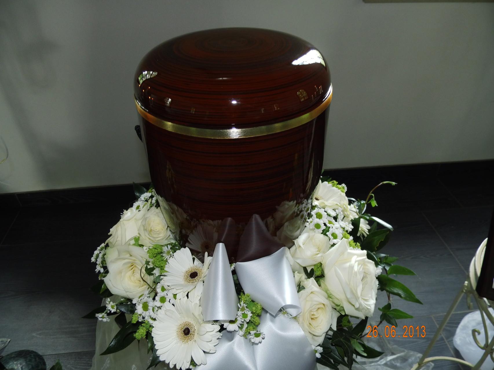 Urne mit Urnenkranz