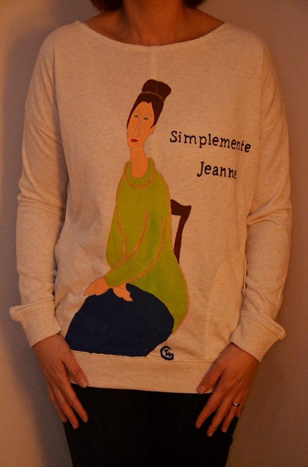 "Lorena con su sudadera personalizada ""Simplemente Jeanne"""