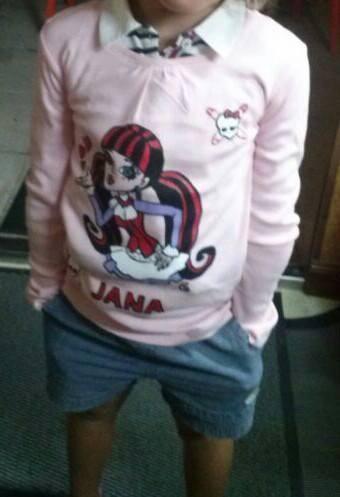 Jana con su camiseta de las Monster High personalizada