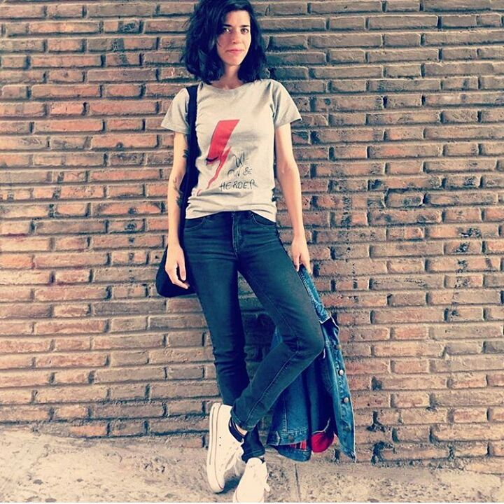 "Ana con camiseta ""We Can Be Heroes"" Rock Actitud!"