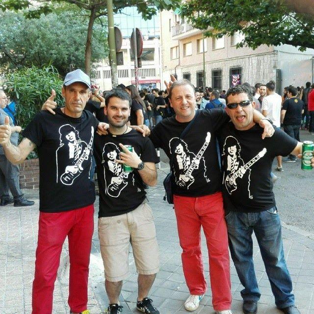 Menyo, Ramón, Chemari y Juanjo en el Concierto de AC/DC en Madrid el 2/6/2015 con Camisetas Angus Young de THG
