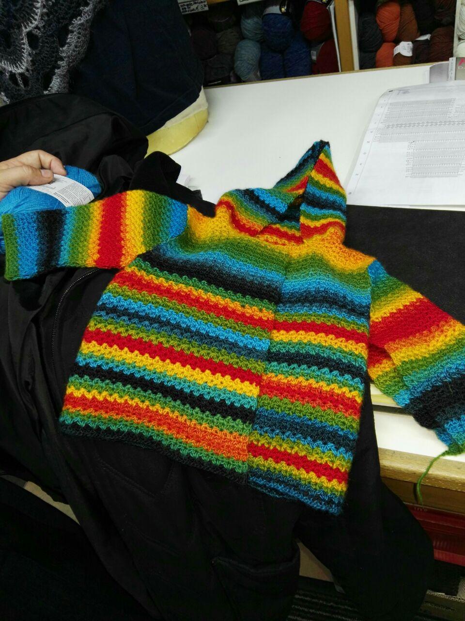Häkel-Babyjäckchen aus Katia Rainbow
