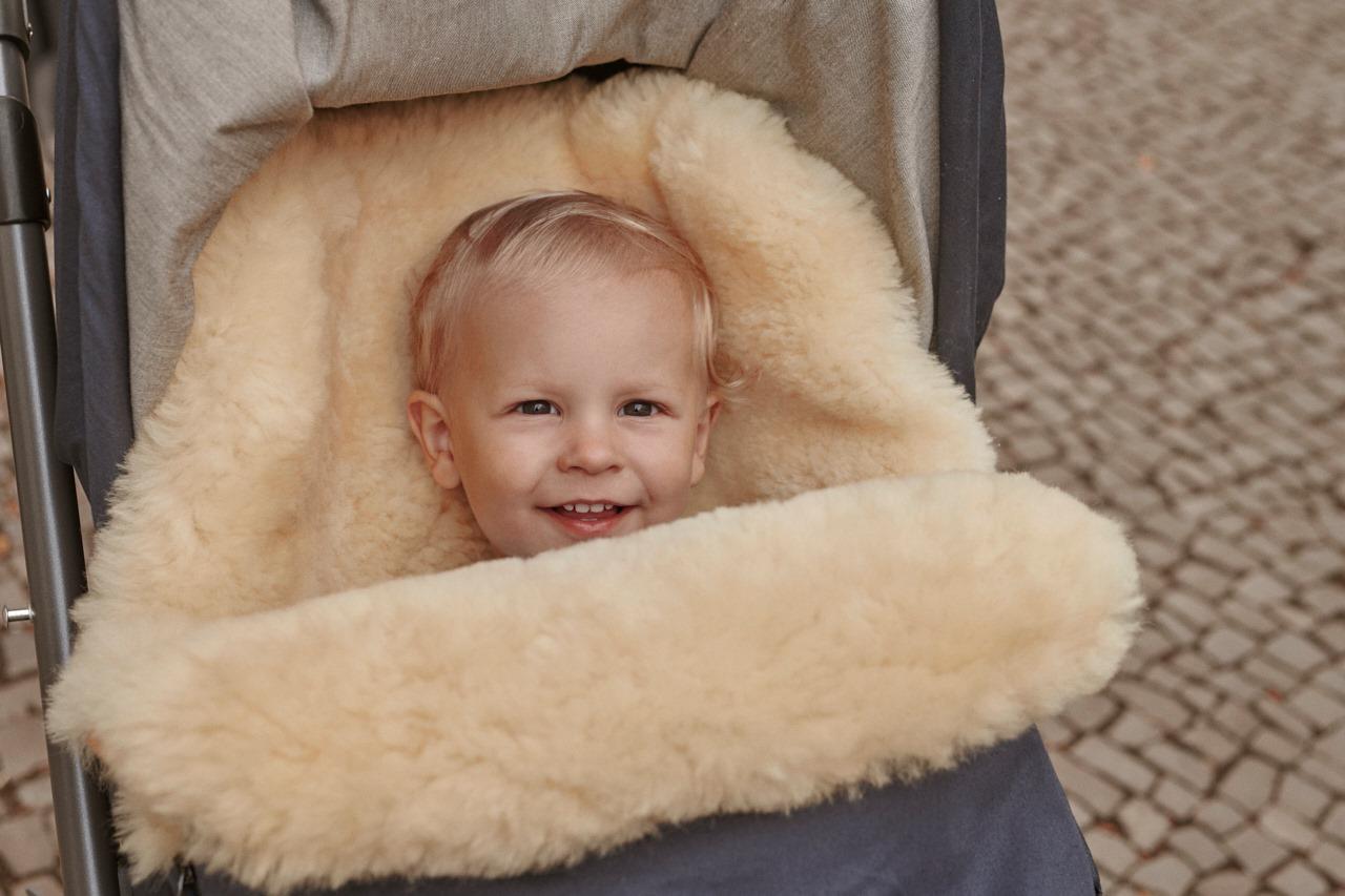 Jetzt 10% Rabatt auf Lammfell-Fußsäcke von Naturkind