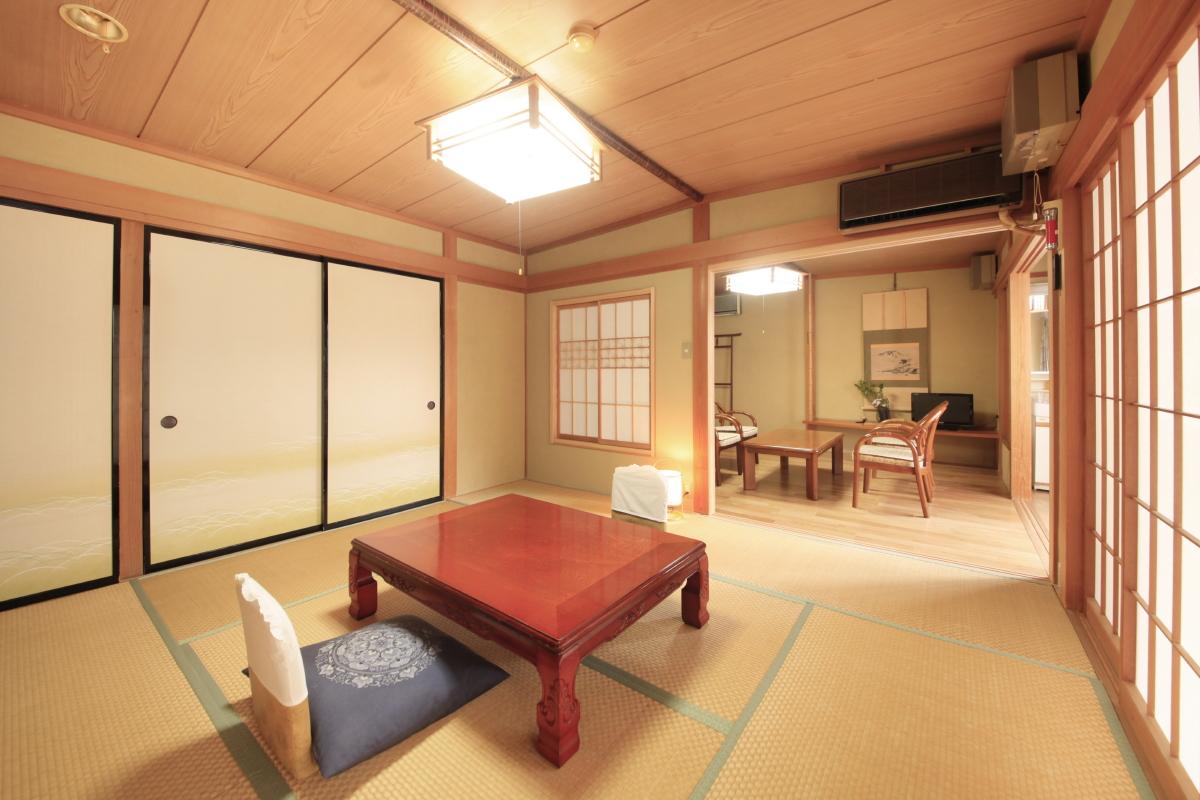 洋室と和室のつながっているお部屋も一部屋あります(竜王の間)