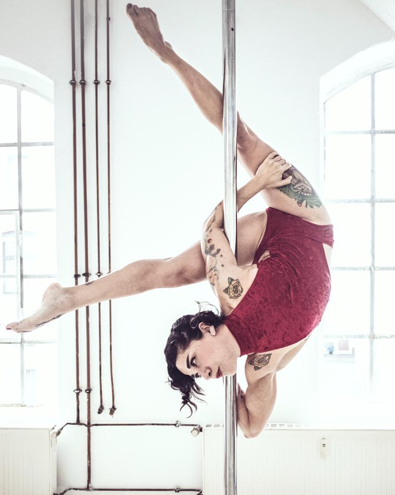 Yatzin Kosom Pole Acrobatics