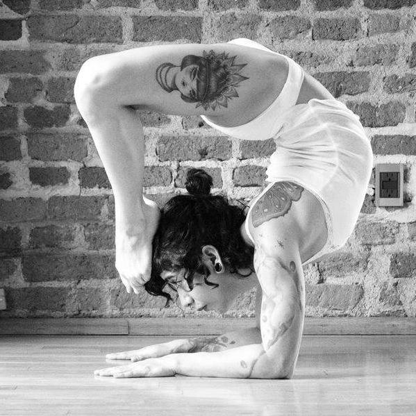 Yatzin Kosom Contortion Flexibility Performance Workshops Classes Teacher Instructor Cologne