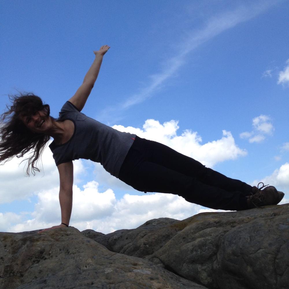 """Kalenderwoche 49 / """"Yoga-Asana: Santolanāsana"""""""