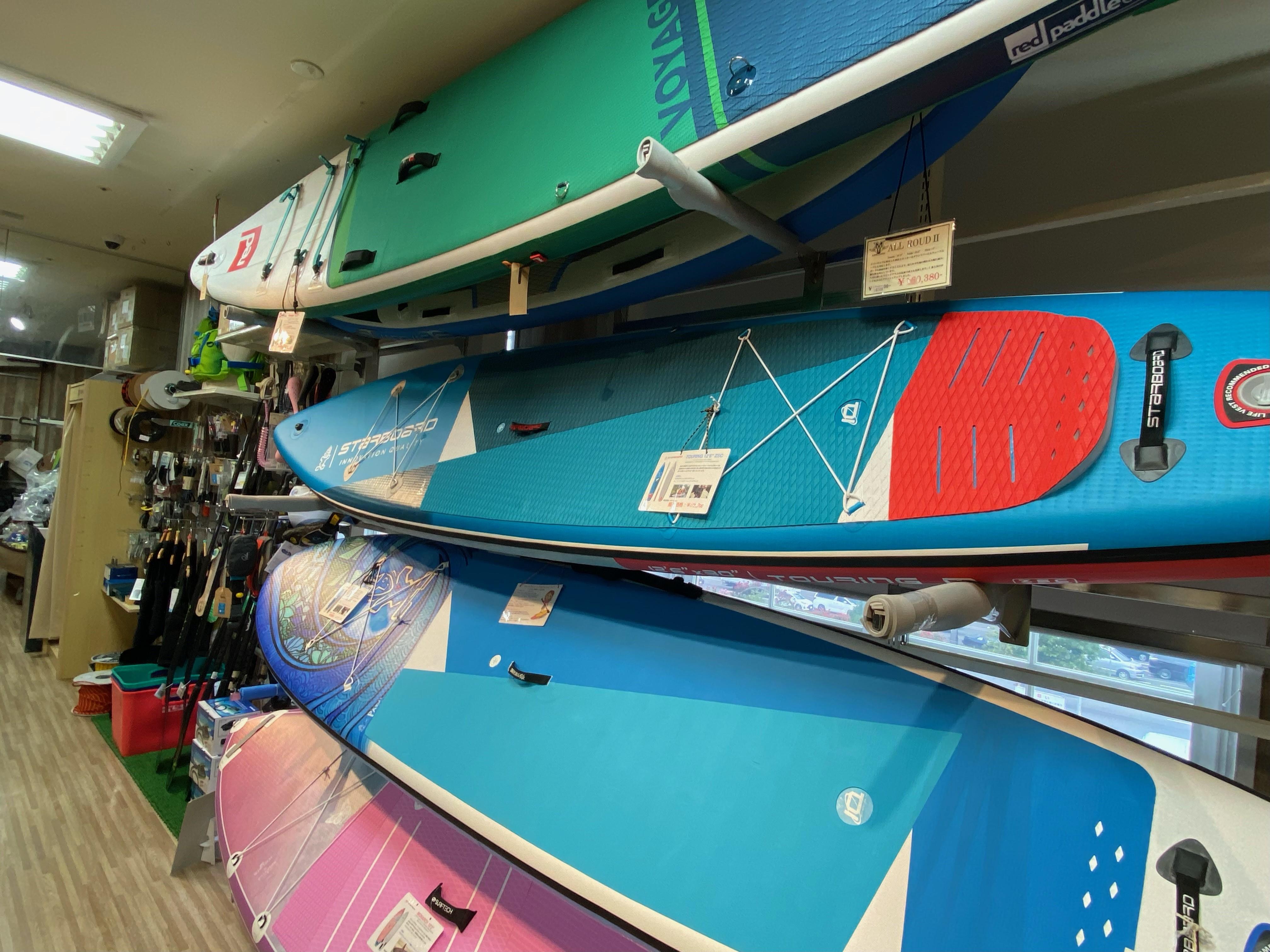 常時40艇以上の展示 充実したカヌーフロア!