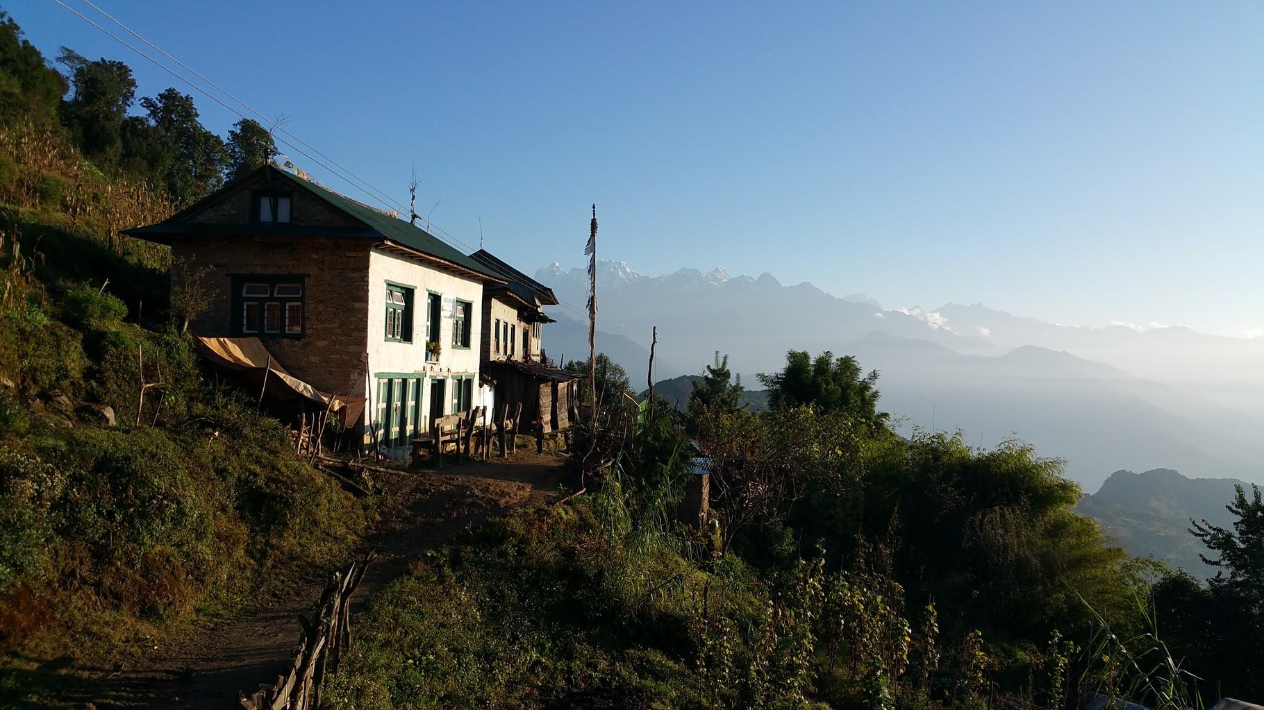 Petits villages sur le départ Phaplu http://www.shangrila-trek.com/trek-peak-mera/