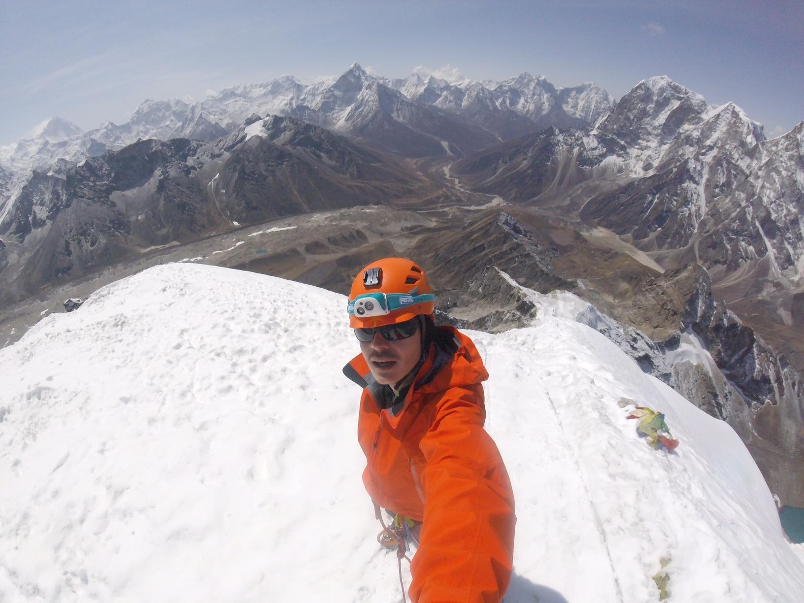 Bertrand Mounier sommet Lobuche peak au printemps photo Bertrand Mounier