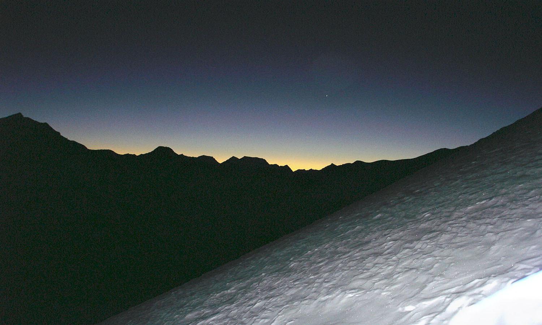 Départ au lever du jour Thorong Peak www.shangrila-trek.com