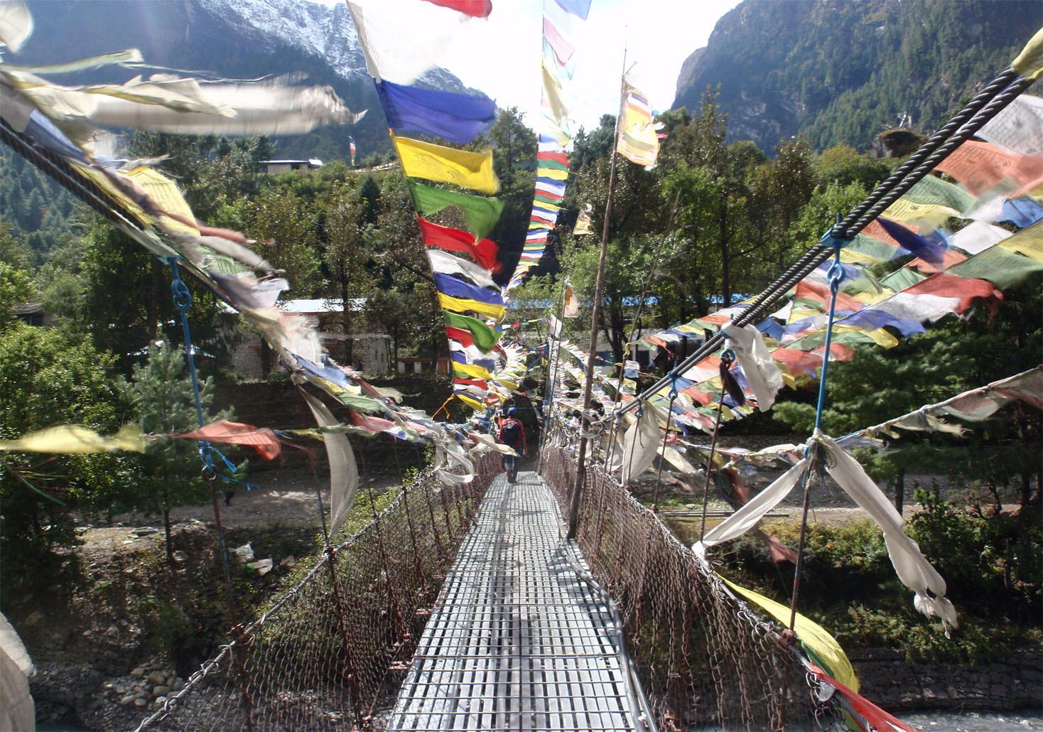 Pont suspendu très fréquent au Népal