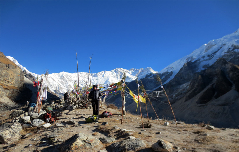 SUR LA MORAINE DE RAMCHE  trek Kangchenjunga Photo Jean-Luc Michod