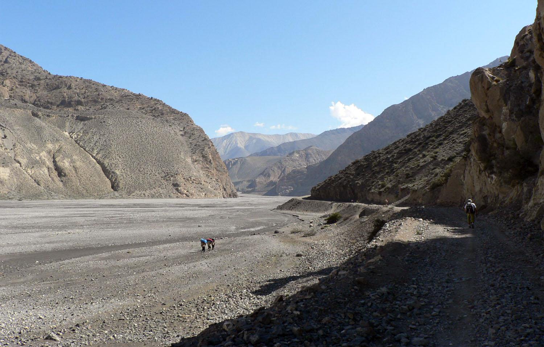 DIRECTION KAGBENI PAYSAGES MINERAUX GRANDIOSES trek Mustang Nepal Khumbu Shangrila