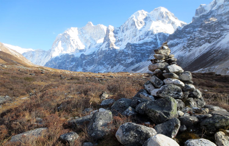 DE KANBACHEN LE JANNU AU BOUT DE LA MORAINE  trek Kangchenjunga  Photo Jean-Luc Michod