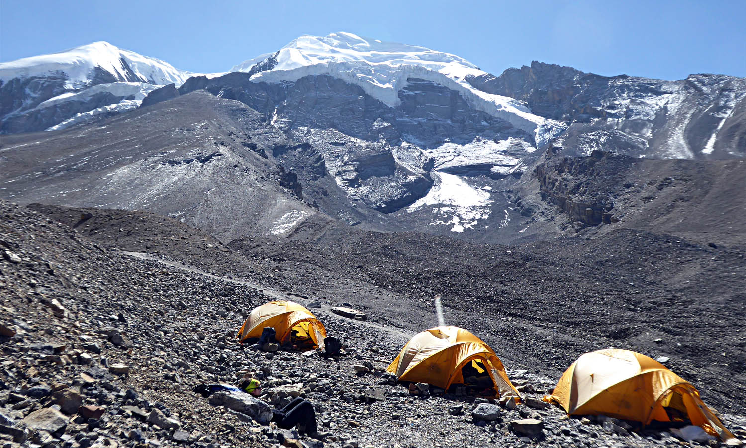 Camp 4950 m avant le Thorong coté Muktinath. Photo Alain Dupré