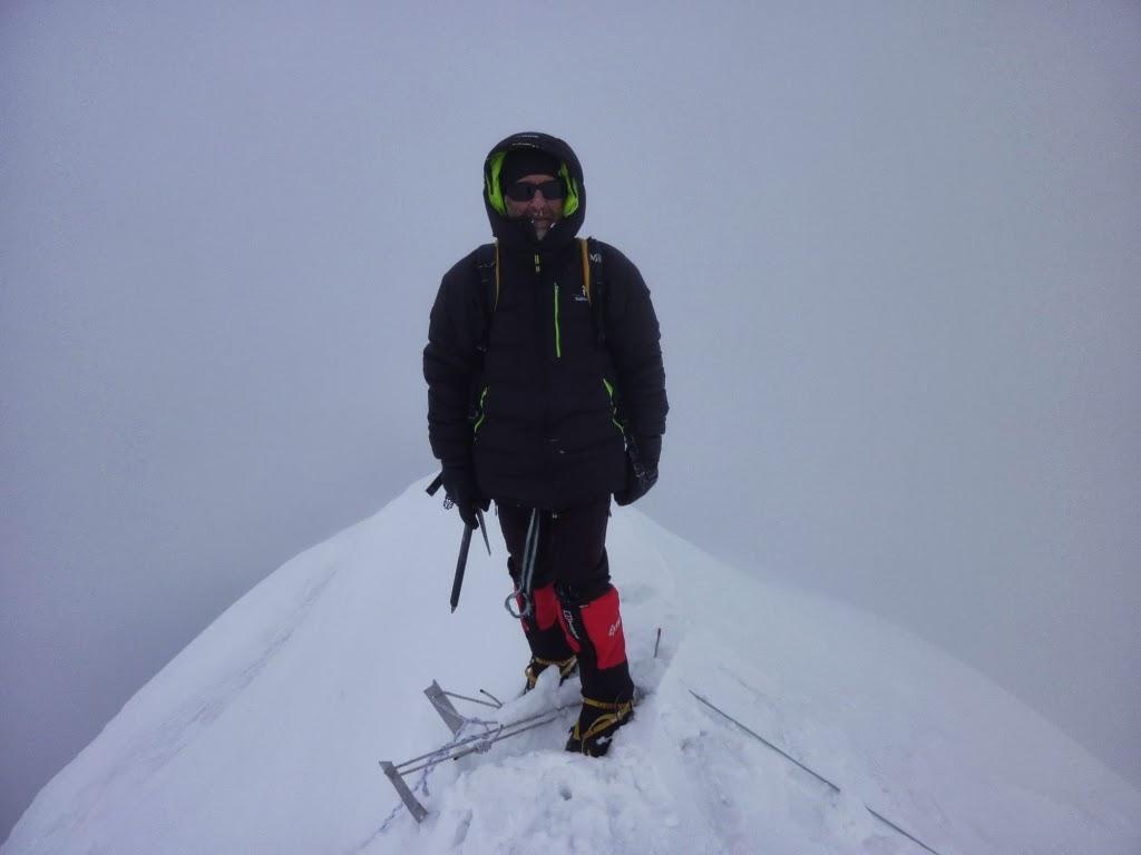 Jean-Pierre au sommet à 13h30 congratulations - photo Daniel Boulens
