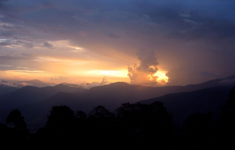 LEVER SOLEIL EN MONTANT A THULO  trek Langtang Gosainkundphoto  Noelle Touma  Nepal Khumbu Shangrila