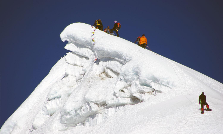 Le sommet Lobuche peak est tout proche  http://www.shangrila-trek.com/trek-peak-lobuche/
